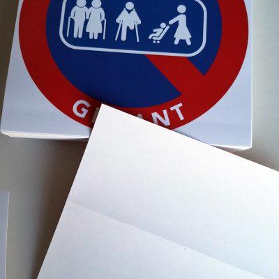 Autocollants interdiction de stationner difficiles à décoller – Passage de personnes