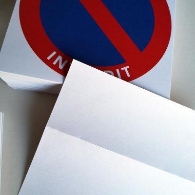 Stickers de stationnement interdit difficiles à décoller